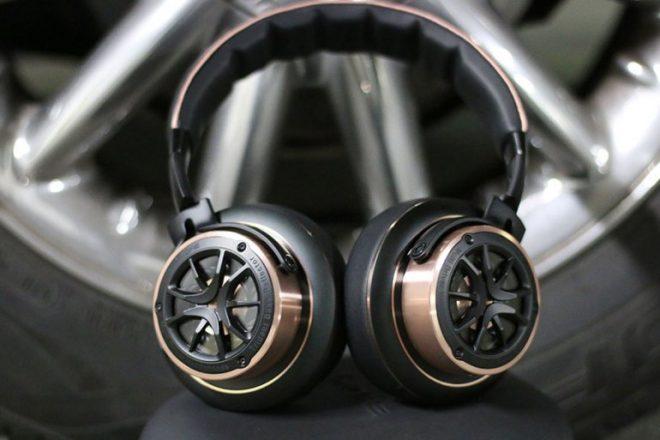 1MORE TRIPLE DRIVER OVER-EAR HEADPHONES