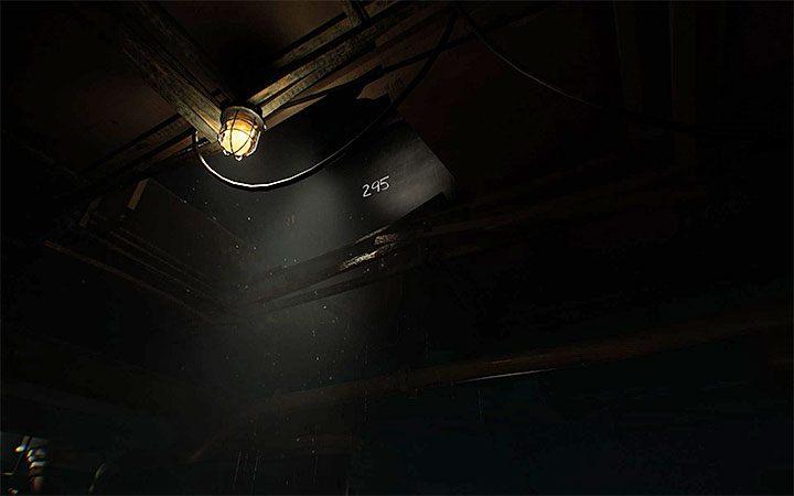 Посмотрите на птичью клетку, в которой осталась пиратская повязка на глаз - Головоломка с замком Решение загадки в Layers of Fear 2 - Layers of Fear 2 - Руководство по игре