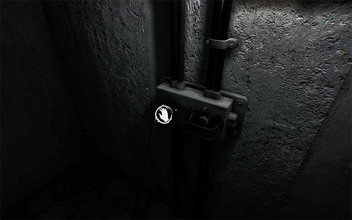 Теперь найдите контакт на правой стене и вытащите кабель питания - Загадка с кабелем и ванной   Решение загадки в Layers of Fear 2 - Layers of Fear 2 - Руководство по игре