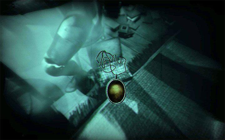 Теперь вы можете взять ожерелье из коробки у подножия правого манекена - Головоломка в спальне   Решение загадки в Layers of Fear 2 - Layers of Fear 2 - Руководство по игре