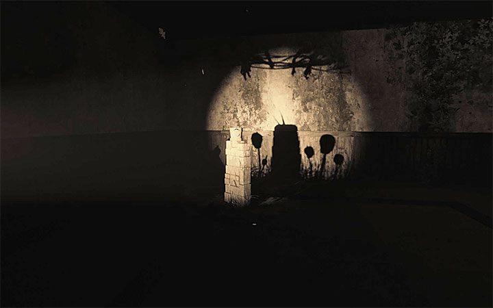 Игра перенесет вас в интерьер комнаты, в которую вы только что заглянули - головоломка с горшком и тенями Решение загадки в Layers of Fear 2 - Layers of Fear 2 - Руководство по игре