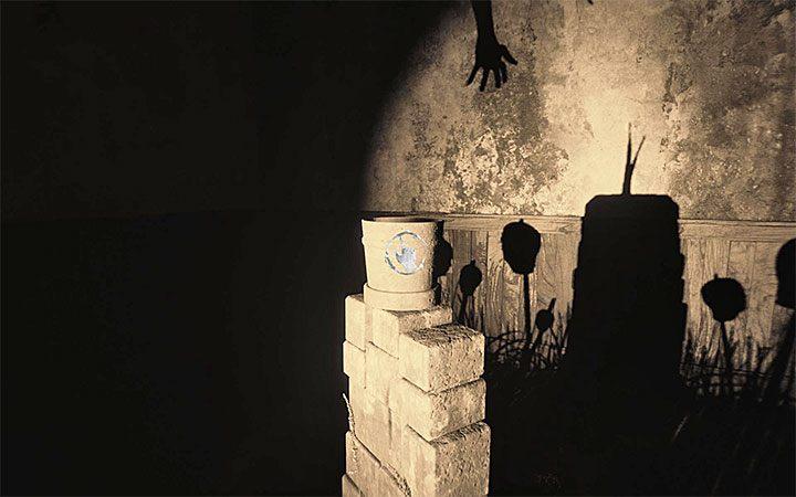 Подойдите к цветочному горшку и нажмите клавишу взаимодействия - загадка с горшком и тенями Решение загадки в Layers of Fear 2 - Layers of Fear 2 - Руководство по игре