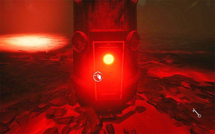 Поднимите ключ и используйте его на крошечной двери у основания фонаря. Четвертая загадка с проектором. Решение загадки в Layers of Fear 2 - Layers of Fear 2 - Руководство по игре