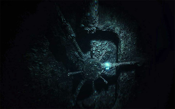 Начните поворачивать центральную ручку (в любом направлении), пока не загорится первый синий свет (пример на картинке) - Риддлер с дверью хранилища   Решение загадки в Layers of Fear 2 - Layers of Fear 2 - Руководство по игре