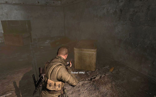Прежде чем подняться по лестнице внутри башни на третий этаж [# 7], вы должны найти золото у лестницы - Миссия 6    Бутылки с вином и золотые слитки - Бутылки с вином и золотые слитки - Руководство по игре и прохождение игры Sniper Elite V2