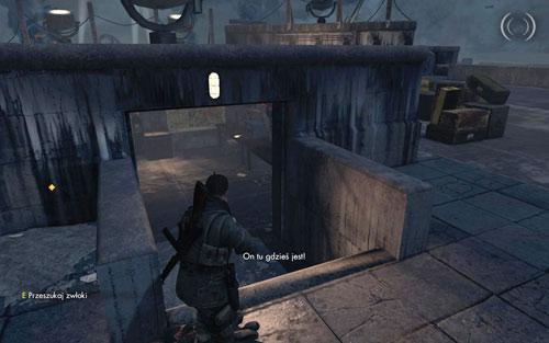 На столе внутри комнаты посреди крыши [# 10] - Миссия 6    Бутылки с вином и золотые слитки - Бутылки с вином и золотые слитки - Руководство по игре и прохождение игры Sniper Elite V2