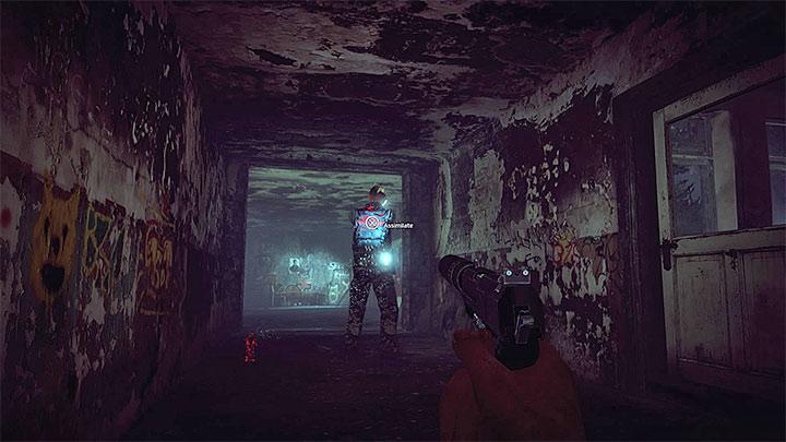 Еще один враг стреляет из своего пистолета (рисунок выше)  Руководство по трофеям - Руководство по трофеям - Get Even Game Guide