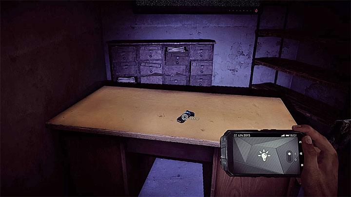 Последний, третий клип также находится в этой области, и вы можете найти его лежащим на столе, представленном на рисунке - «Заблокировано и загружено» |  Руководство по трофеям - Руководство по трофеям - Get Even Game Guide