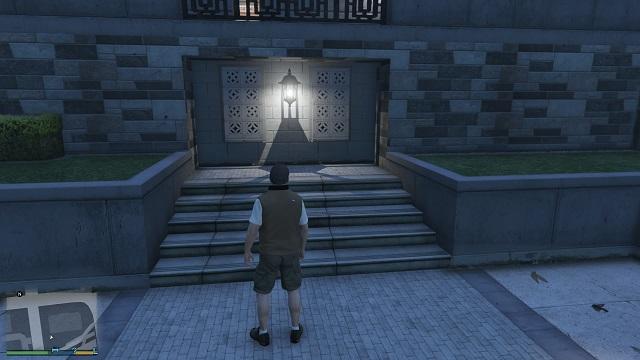 Лампа ясно показывает нам, что надпись близка.  - Надписи - Тайна убийства - Руководство по игре Grand Theft Auto V